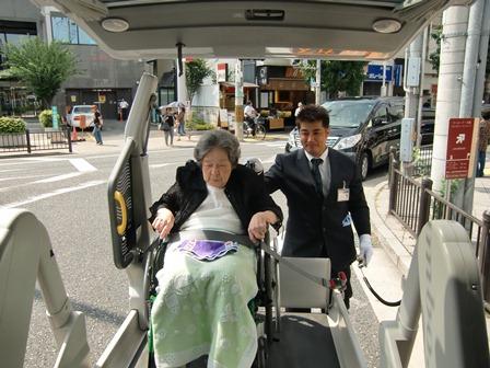 2011 8 30 藤野MR恥ずかしがってカメラから目を反らしてしまうんです