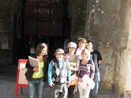 古代ローマの遺跡の残る町ニームで、リセのこたちに「ニームの印象はどうですか?」とインタビューされました。