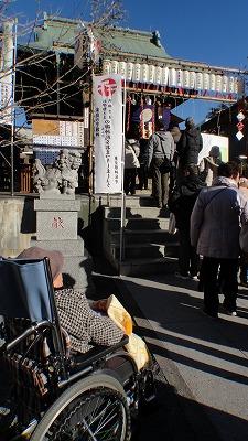 ⑦130101 初詣 浅間神社にて 参拝 息子様に代表で参拝してもらい階段下で待つことに