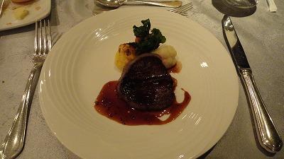 ⑪130101 夕食 メイン料理牛ヒレ肉の赤ワインソース