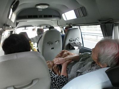 車内で隣に座った方はいつも手を握ってました