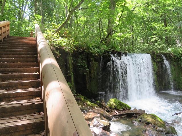銚子大滝にある階段